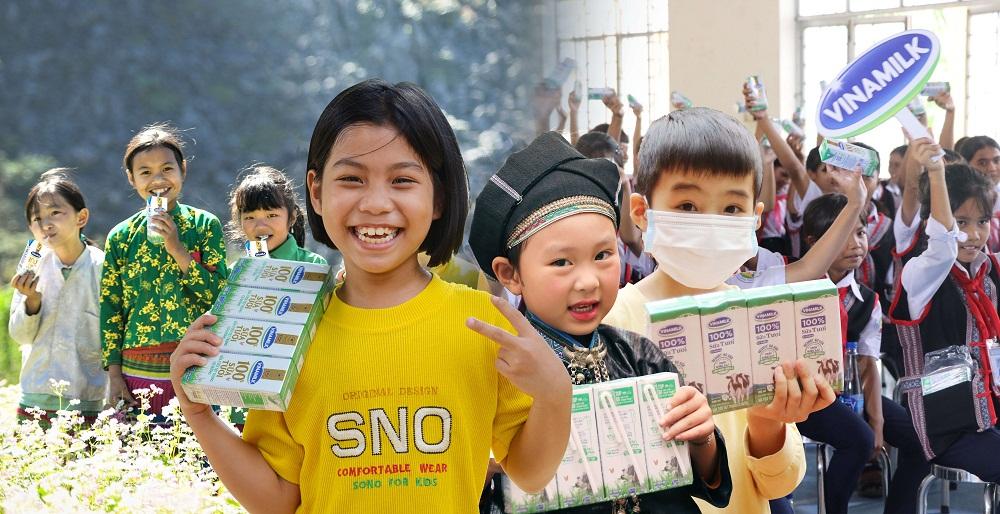 """Niềm vui của các em nhỏ được thụ hưởng từ chương trình """"Quỹ sữa Vươn cao Việt Nam"""" trong năm 2020. Ảnh: Vinamilk"""