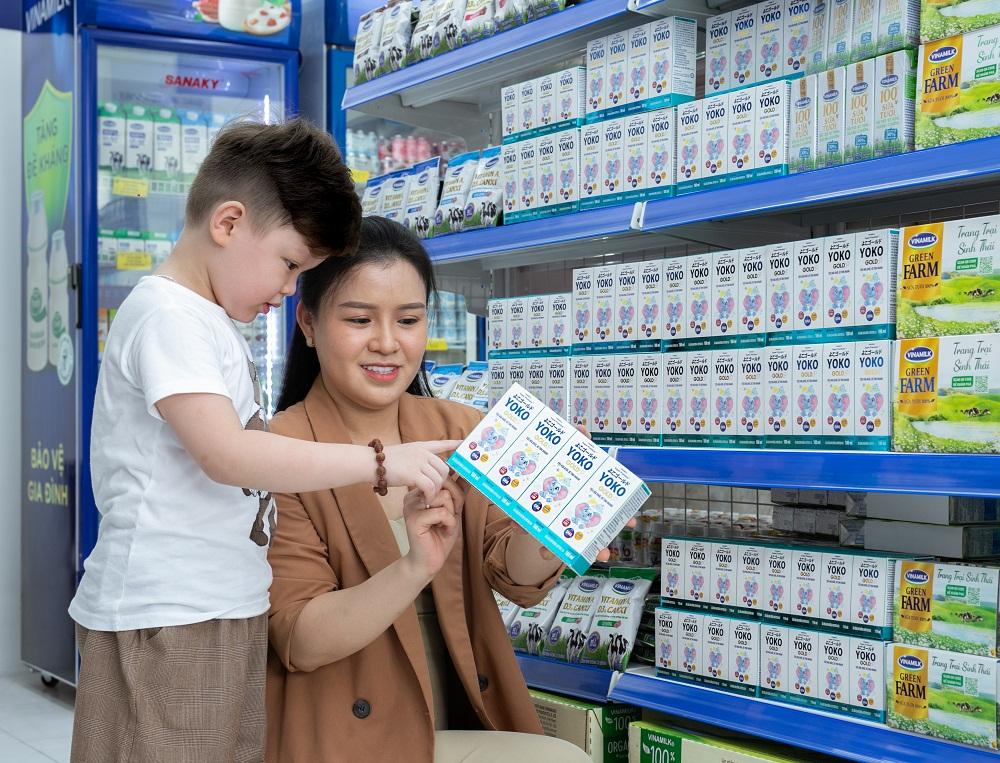 Tại các cửa hàng Vinamilk Giấc Mơ Sữa Việt, người tiêu dùng dễ dàng tìm thấy nhiều sản phẩm sữa và thức uống dinh dưỡng cho cả gia đình. Ảnh: Vinamilk