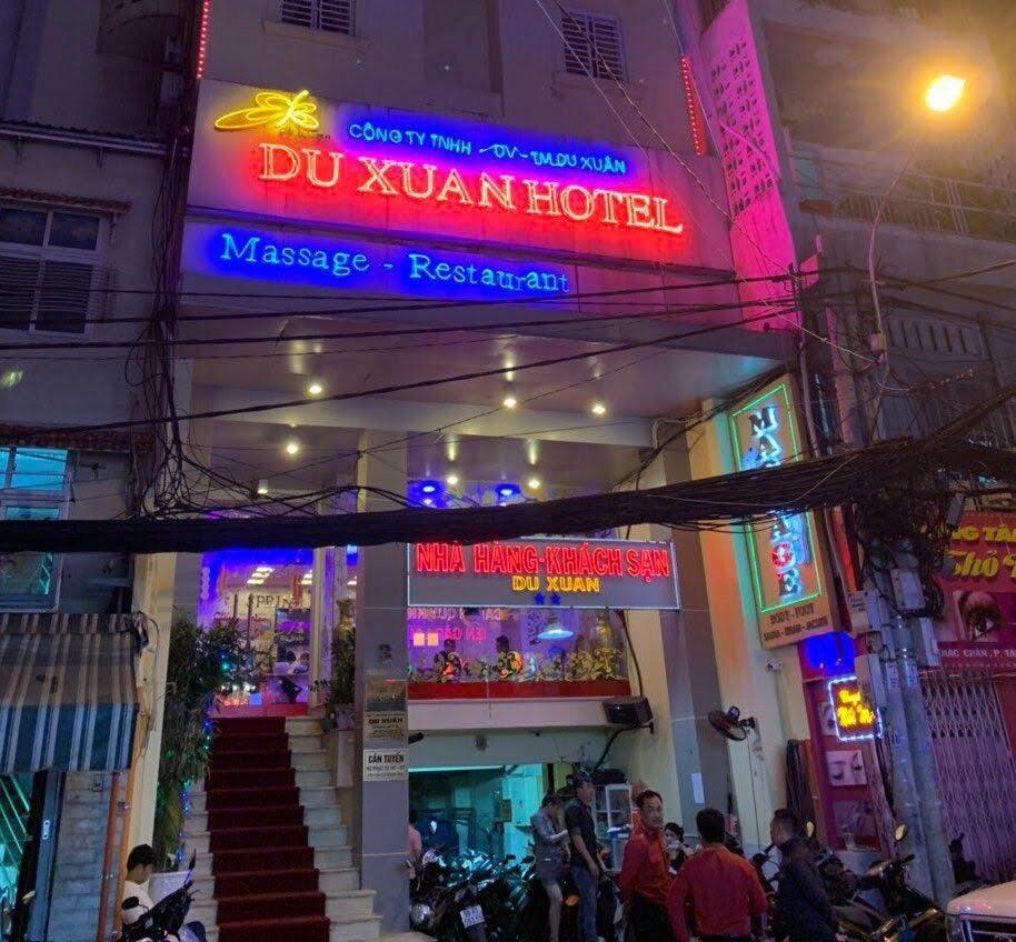Nhà hàng Du Xuân