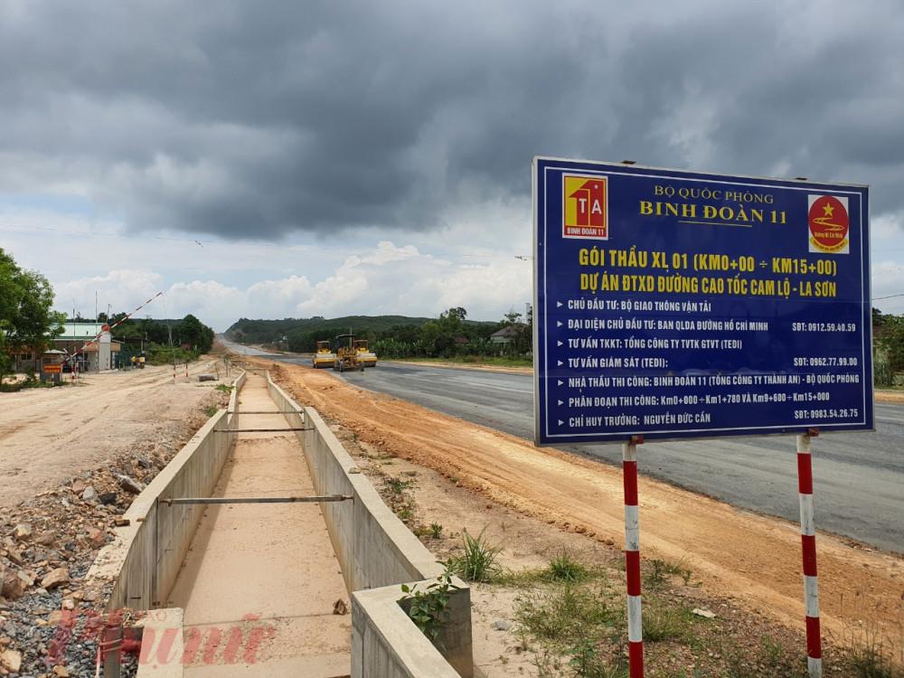 Điểm đầu của dự án giao với Quốc lộ 9 tại huyện Cam Lộ, Quảng Trị