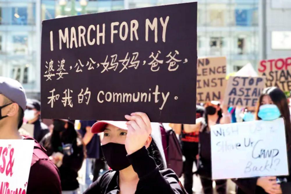 Một cuộc biểu tình chống phân biệt chủng tộc và bạo lực đối với người Mỹ gốc Á tại quảng trường Union ở San Francisco vào ngày 27/3