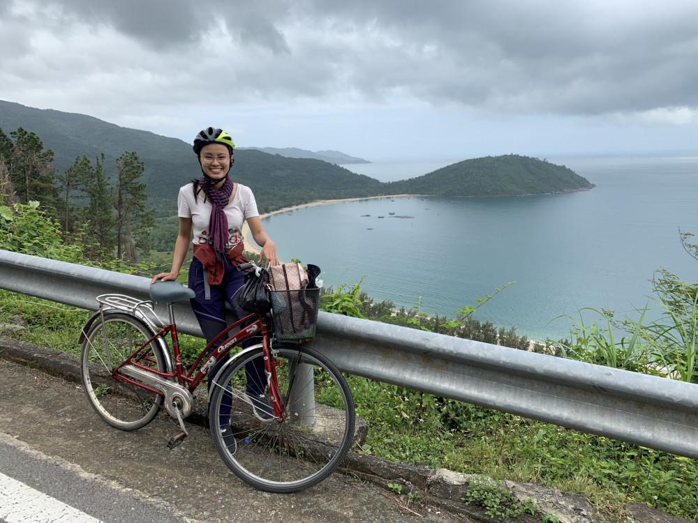 Hồng Quyên đạp xe xuyên Việt với hành lý siêu tối giản