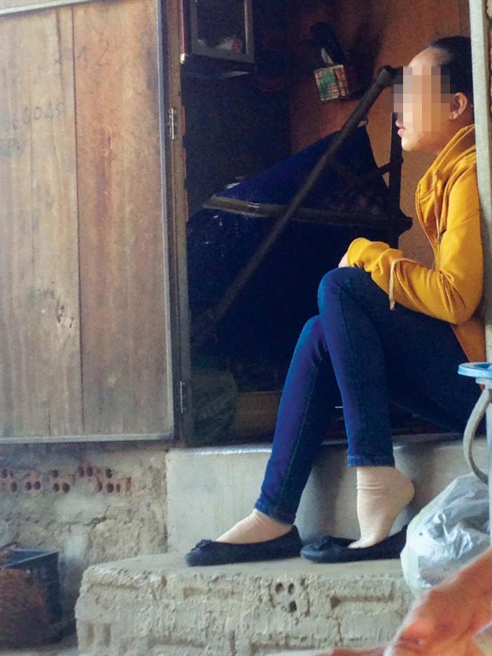 Chị Ánh N. nhiều lần vất vả từ TP.HCM ra Ninh Thuận thăm con, nhưng chỉ được biết thông tin con qua hàng xóm
