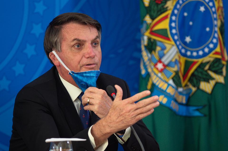 Tổng thống Bolsonaro đơn độc trong cách chống dịch kỳ lạ của mình