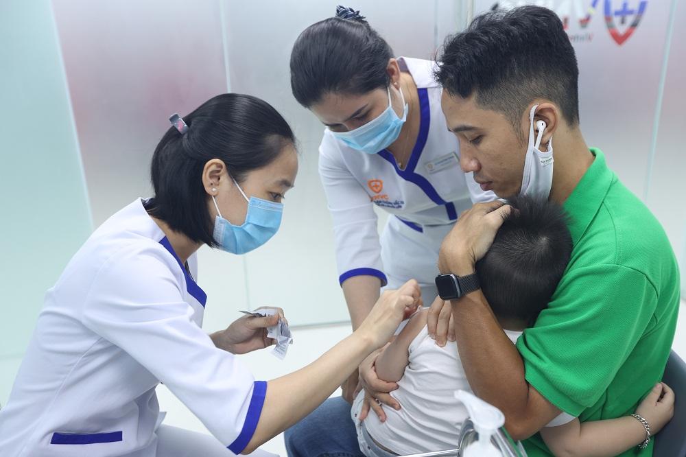 VNVC Tân Phú có đầy đủ vắc xin cho trẻ em và người lớn. Ảnh: VNVC
