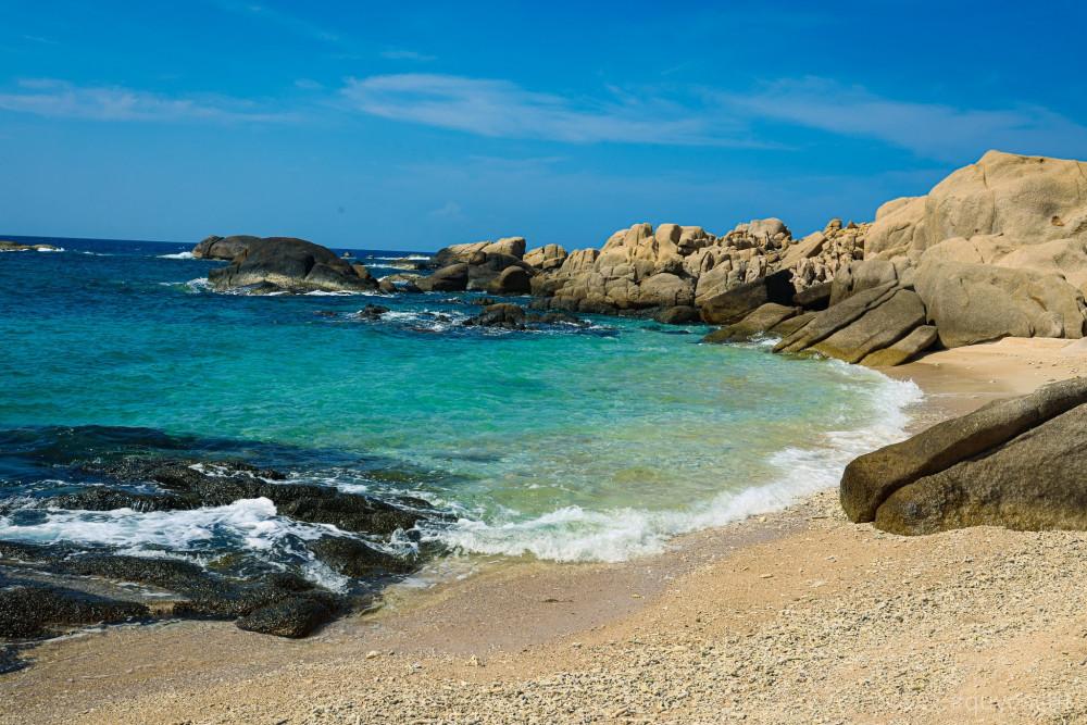 Lặn biển ngắm san hô, sinh vật biển hay khám phá giếng Tiên, hang Tình Yêu...