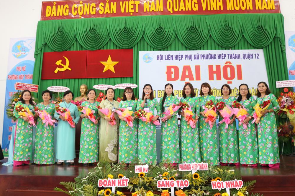 Ban Chấp hành Hội LHPN phường Hiệp Thành nhiệm kỳ 2021 - 2026 ra mắt đại hội.