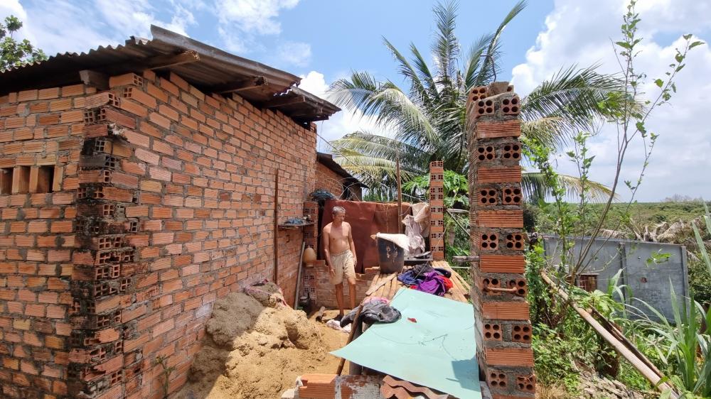 Nhiều nhà cửa bị ư hỏng, tốc mái