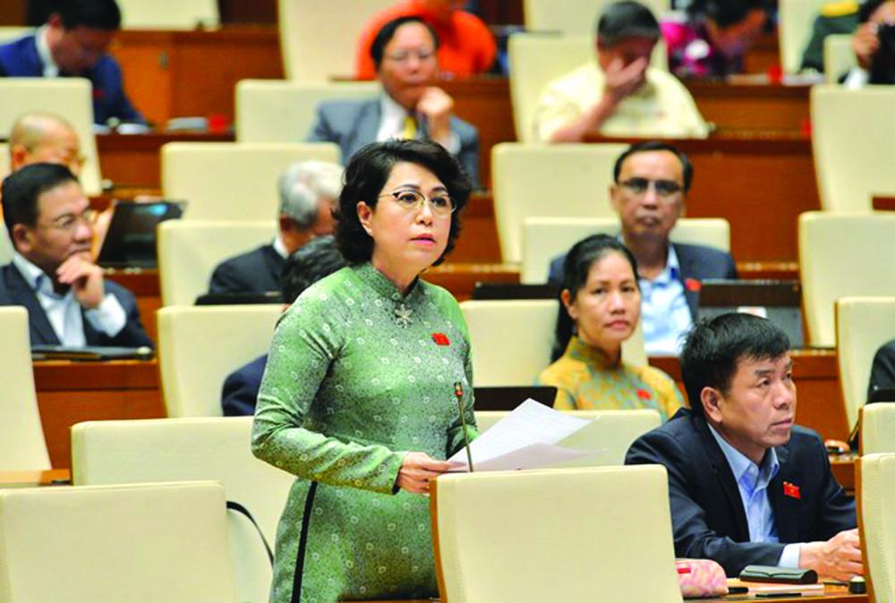 Đại biểu Tô Thị Bích Châu phát biểu tại nghị trường Quốc hội ẢNH: NGỌ C THẮ NG