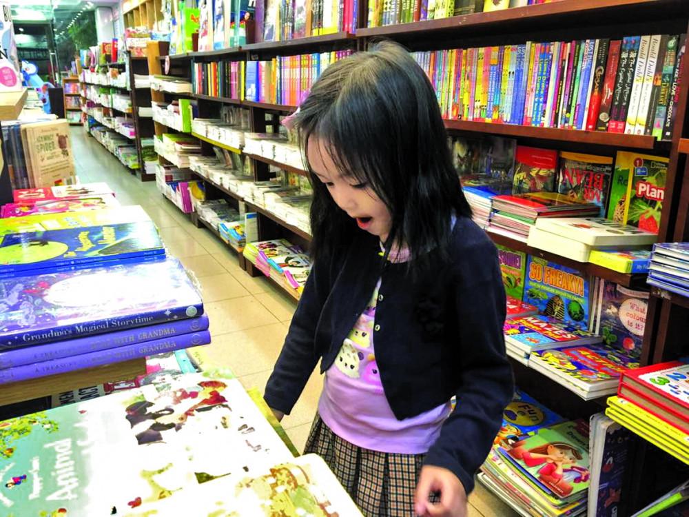Sách nên trở thành một phần tự nhiên trong đời sống thường nhật của trẻ