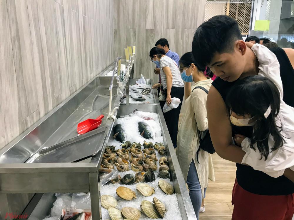 Thực phẩm, hàng tiêu dùng... của Nhật dù có giá cao nhưng luôn được người tiêu dùng yêu thích vì tiêu chuẩn chất lượng cao. Ảnh: Quốc Thái