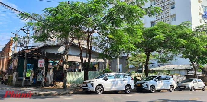 Chuyển nhượng quyền sử dụng đất sai quy định tại khu 'đất vàng' có diện tích 1.543,2m2 tại số 73 Nguyễn Huệ (TP. Huế) cho Công ty CP tư vấn thiết kế xây dựng và thương mại Việt Thành (Công ty Việt Thành).