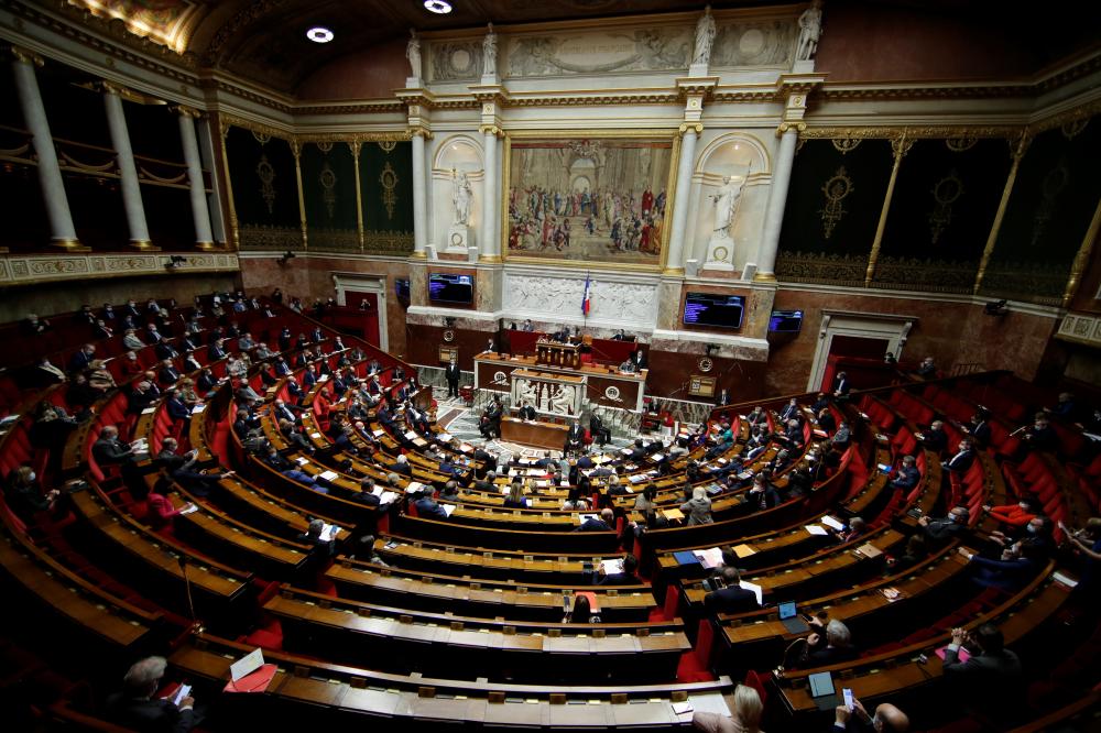 Quốc hội Pháp đã thông qua dự luật cấm quan hệ tình dục với trẻ em dưới 15 tuổi - Ảnh: Reuters