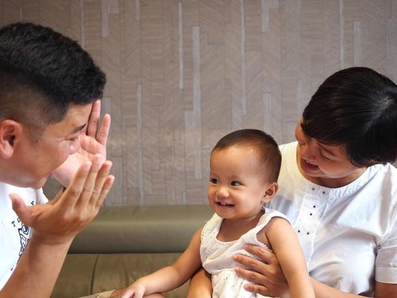 Việc con sống cùng ai, ba mẹ cũng nên dẹp bỏ cái tôi của mình để có sự lựa chọn tốt nhất cho con.