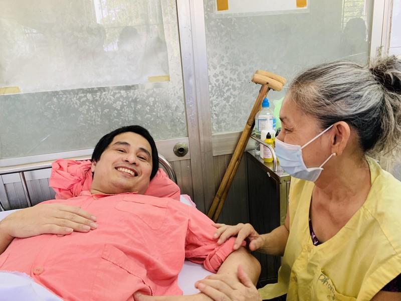 Bà Trần Thị Mai và anh Phan Hữu Nghiêm