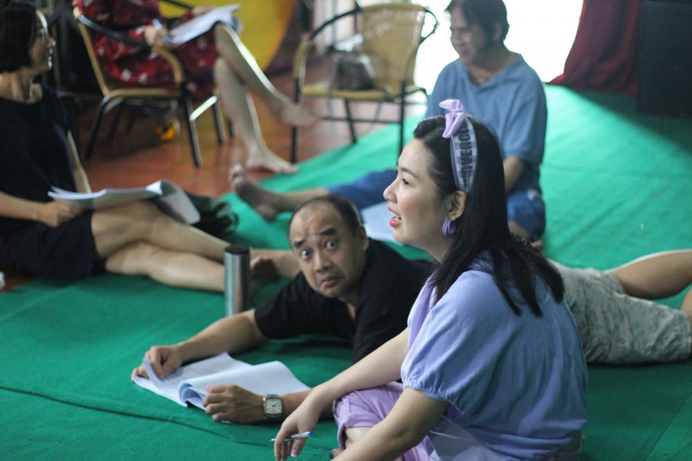 Nghệ sĩ Lê Khánh trong buổi tập luyện cho vở diễn