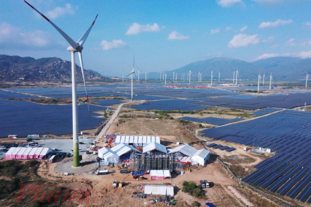 Tổ hợp năng lượng tái tạo điện gió và điện mặt trời của Trung Nam