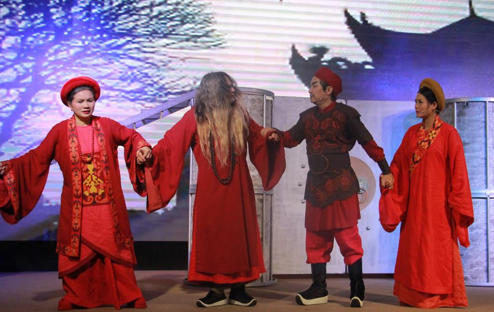Thành Thăng Long thuở ấy đang được diễn tại Nhà hát Thế Giới Trẻ