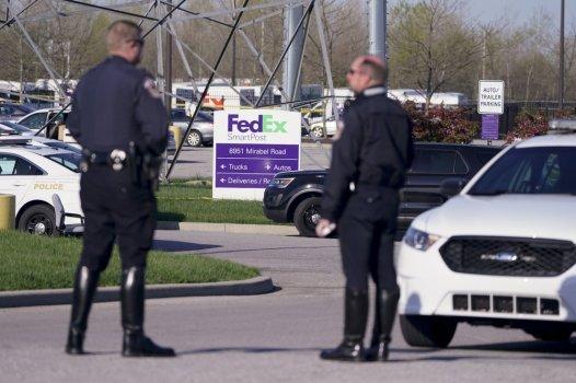 Hiện trường vụ xả súng hàng loạt tại một cơ sở FedEx ở Indianapolis vào tối 15/4