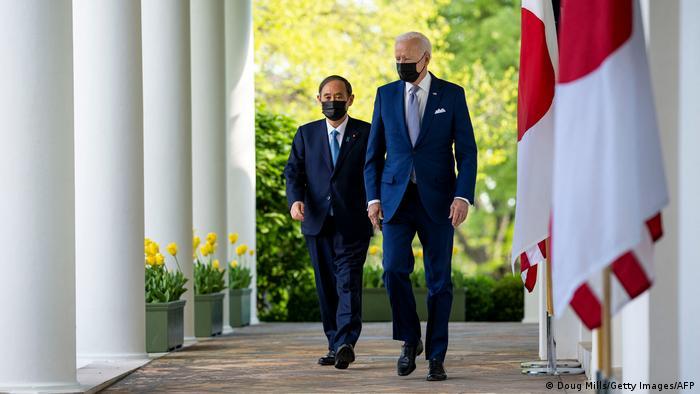 Tổng thống Mỹ Biden và Thủ tướng Nhật Bản Suga thống nhất quan điểm về một mặt trận thống nhất chống Trung Quốc trong chuyến thăm của nhà lãnh đạo Nhật đến Washington hôm 16/4 - Ảnh: AP