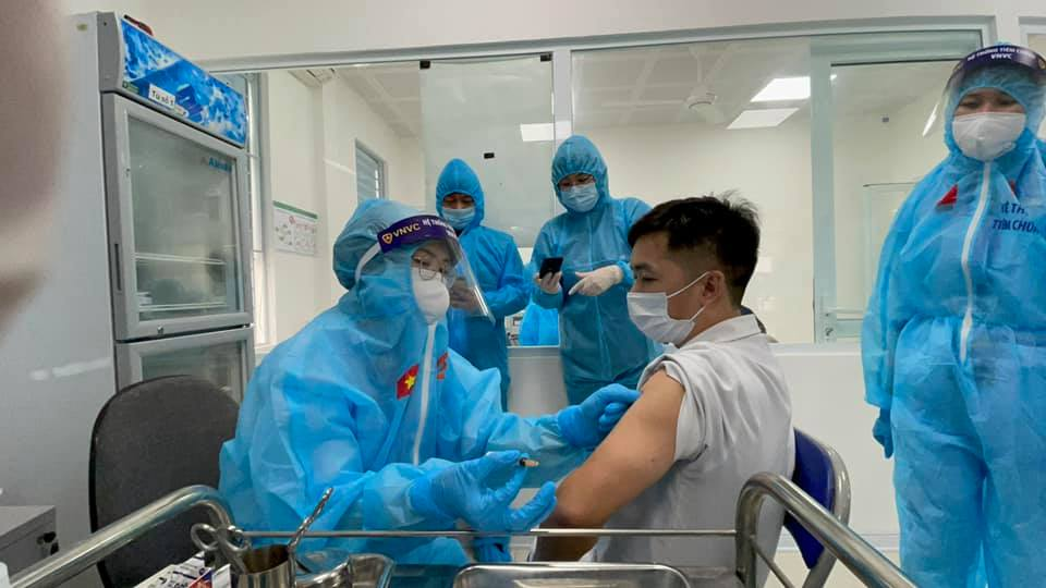 Hôm qua có thêm các tỉnh Hà Tĩnh, Cao Bằng và Phú Yên bắt đầu triển khai tiêm chủng vắc xin phòng COVID-19.