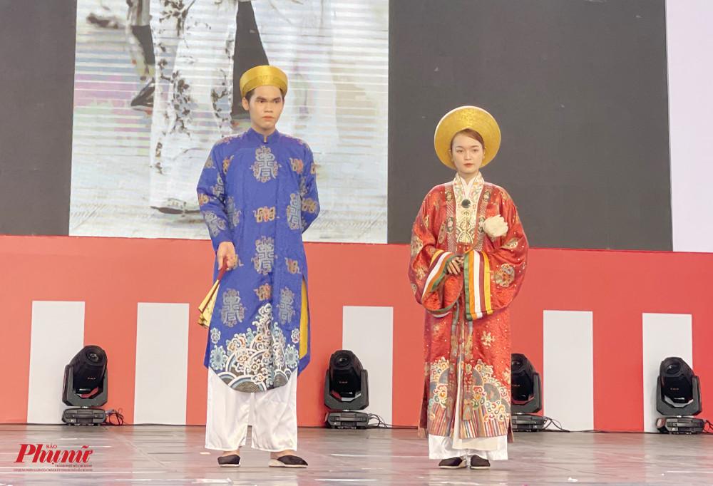 Phần trình diễn tái hiện những kiểu áo dài như: ngũ thân, cổ thuyền... cho đến áo dài hiện đại.