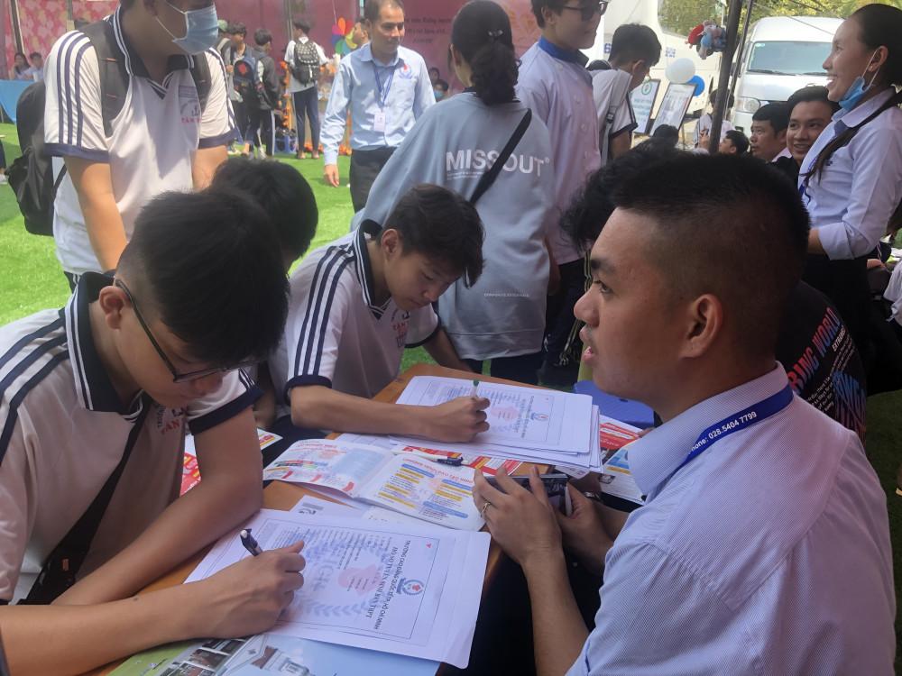 Nhiều học sinh đăng ký học trường nghề