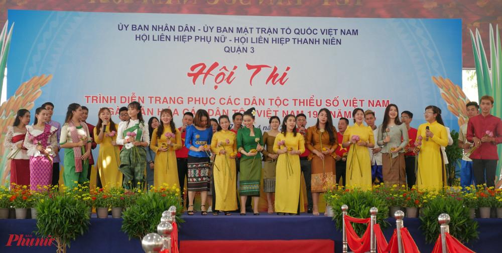 hội thi trình diễn trang phục các dân tộc Việt Nam