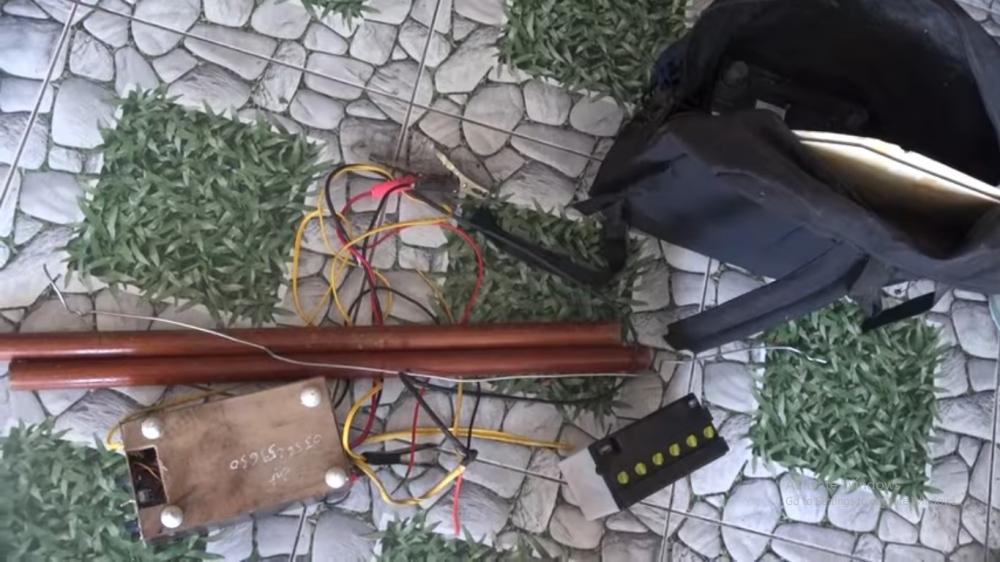 Bình chích điện mà Tiên và đồng phạm tra tấn nhân viên