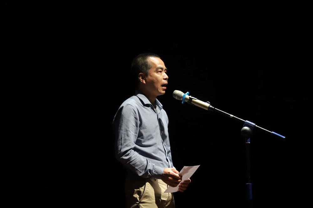 Anh Lưu Tuấn Anh - con trai đầu của nữ sĩ Xuân Quỳnh đọc thơ mẹ - Ảnh: BTC