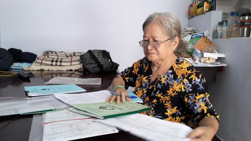 Bà Hoa luôn thể hiện sự cẩn trọng và hiệu quả trong vai trò tổ trưởng tổ vay vốn tiết kiệm