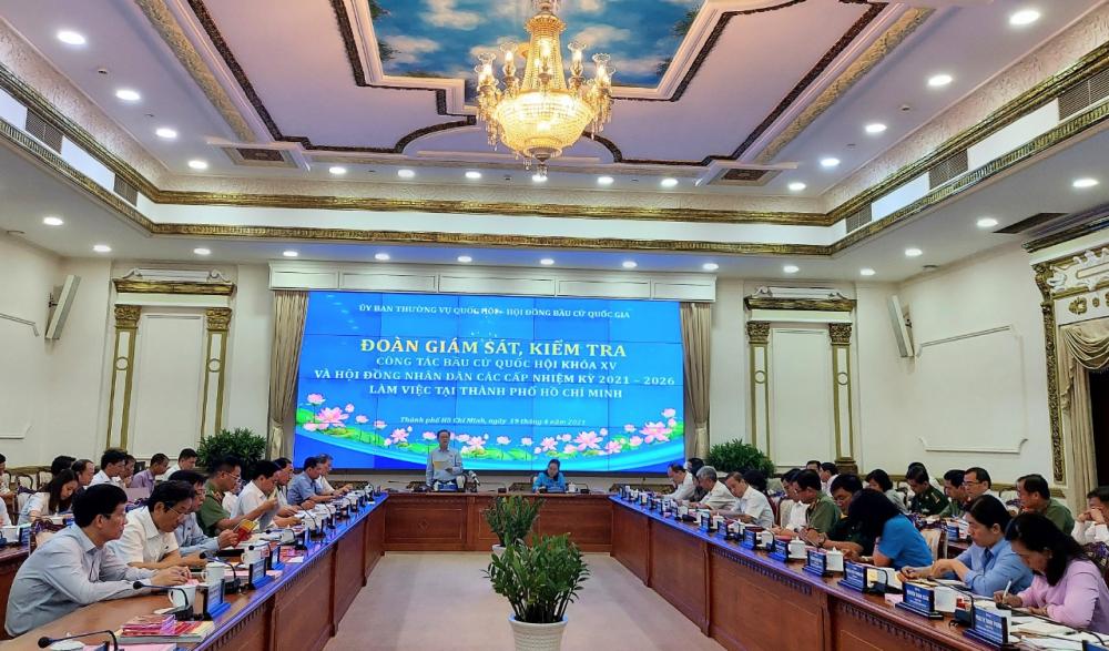 Đoàn giám sát, kiểm tra của Ủy ban bầu cử quốc gia làm việc với TPHCM.