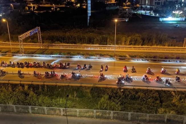 Hình ảnh 'quái xế chặn cao tốc TPHCM - Long Thành - Dầu Dây để đua xe trái phép.