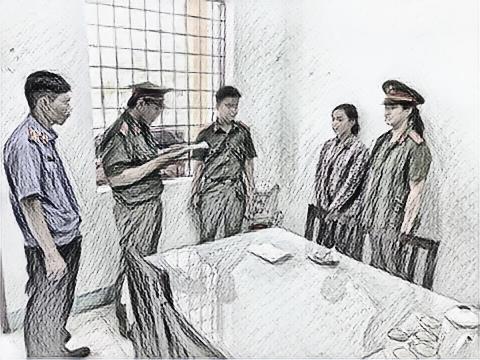 Cơ quan Công an huyện Núi Thành (Quảng Nam) đọc lệnh khởi tố, bắt tạm giam với nữ quái lừa cụ bà để trộm tiền, vàng
