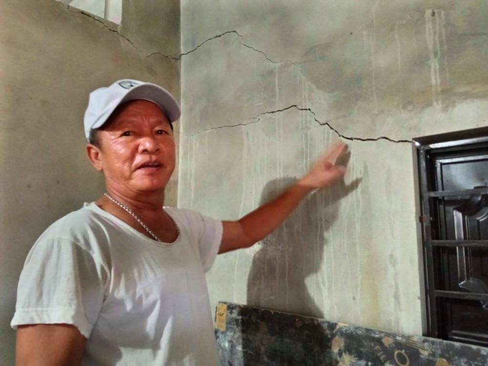 Ông Nguyễn Đức Hòa cho rằng nhà nứt do bị ảnh hưởng bởi dự án cao tốc Cam Lộ - La Sơn