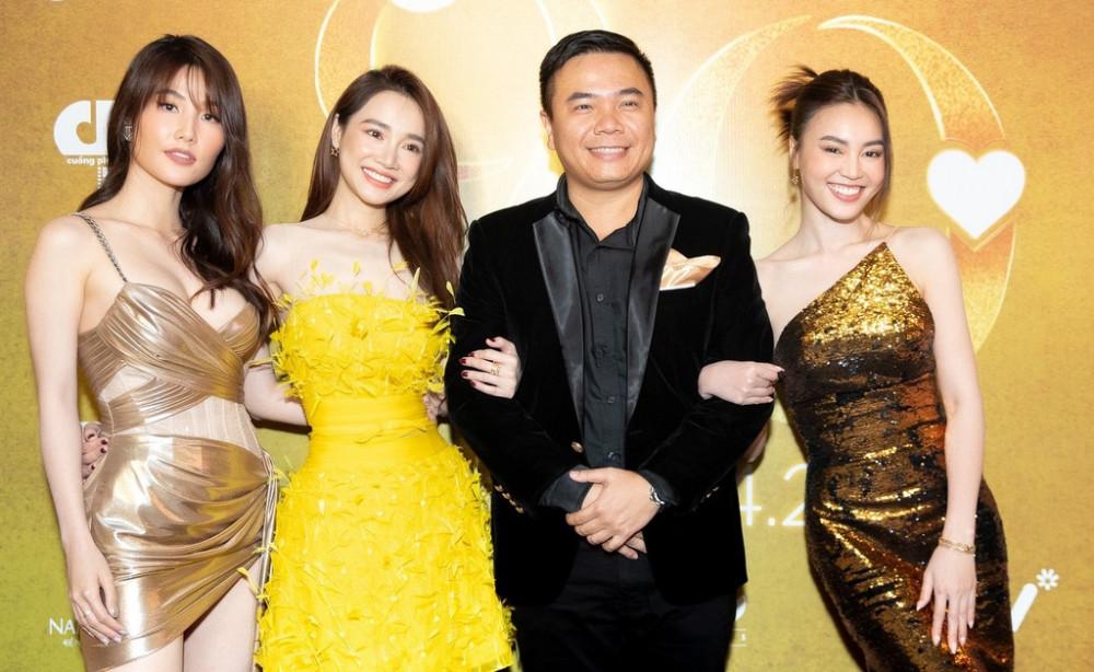 Đạo diễn Nhất Trung bên cạnh 3 diễn viên trong phim mới của anh.