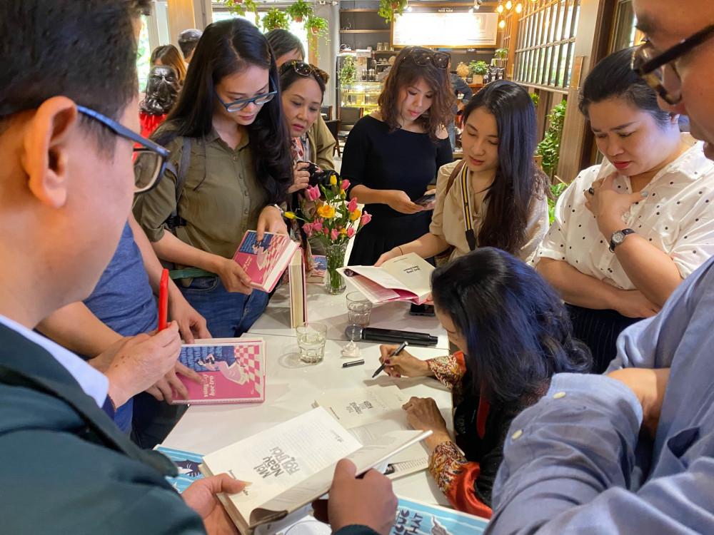 Nhà văn Nguyễn Thị Hoàng trở lại và được sự đón nhận của độc giả