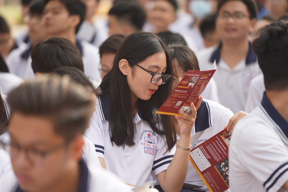Các em học sinh thích thú với cơ hội thực tập và làm việc tại NovaGroup sau khi tốt nghiệp Nova College. Ảnh: Nova College