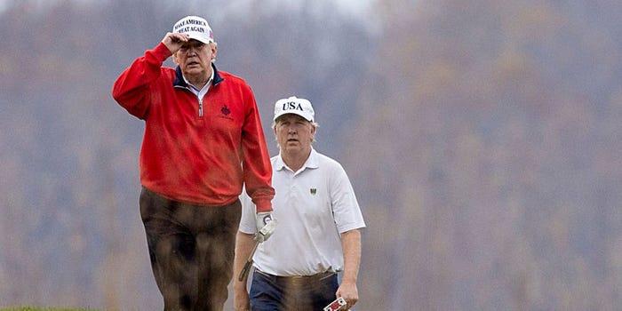 Tổng thống Donald Trump đánh golf tại Câu lạc bộ Golf Quốc gia Trump ở Sterling, Virginia - Ảnh: BI/Getty Images