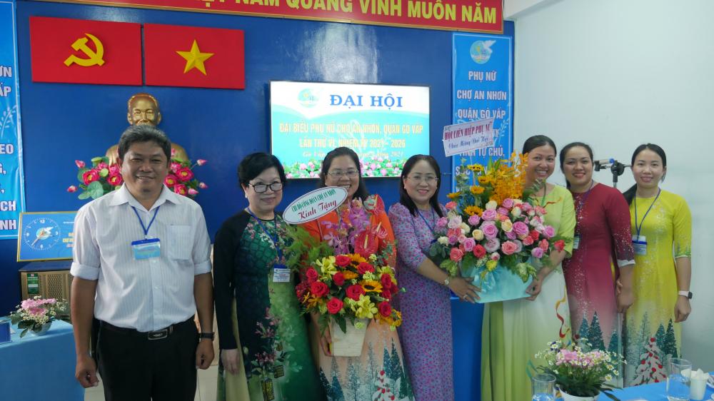 Ra mắt Ban chấp hành Hội Phụ nữ chợ An Nhơn nhiệm kỳ mới.