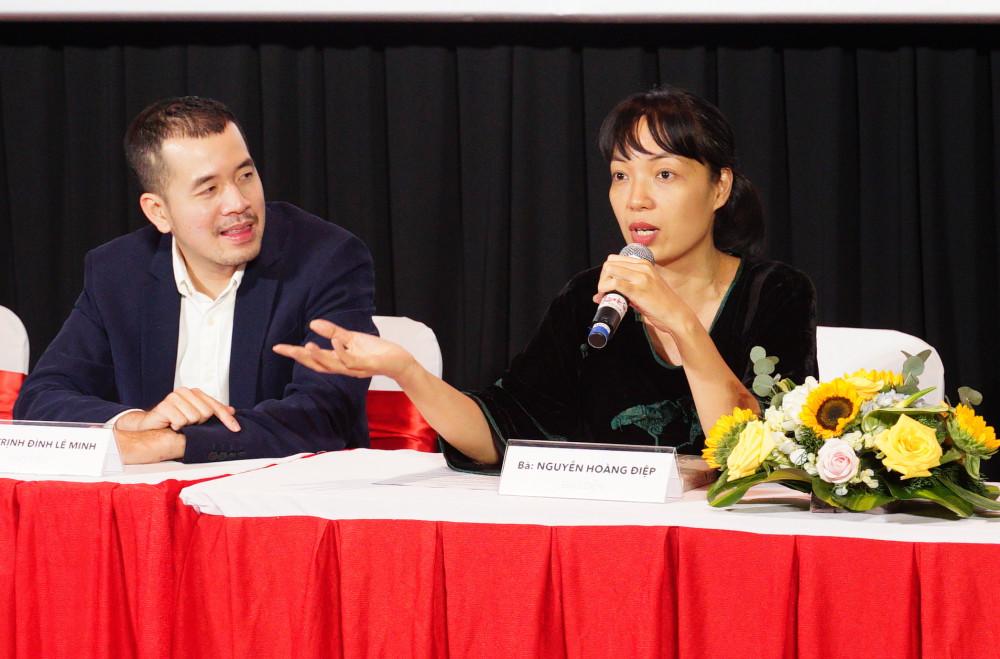 Đạo diễn Nguyễn Hoàng Điệp (phải) và đạo diễn Trịnh Đình Lê Minh nằm trong hội đồng giám khảo.