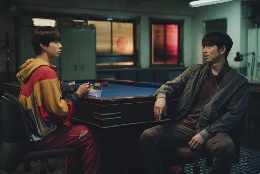 Tương tác tốt giữa Park Bo Gum (bên trái) và Gong Yoo để lại nhiều ấn tượng cho khán giả