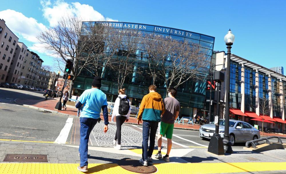 Nhiều trường đại học tại Mỹ bắt buộc sinh viên phải tiêm chủng trước khi bước vào học kỳ mùa thu năm 2021