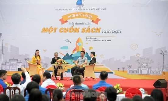 Hình ảnh bạn đọc Phạm Quỳnh Loan chia sẻ về buổi nói chuyện của nhà thơ Hoàng Nhuận Cầm tại Bắc Giang.