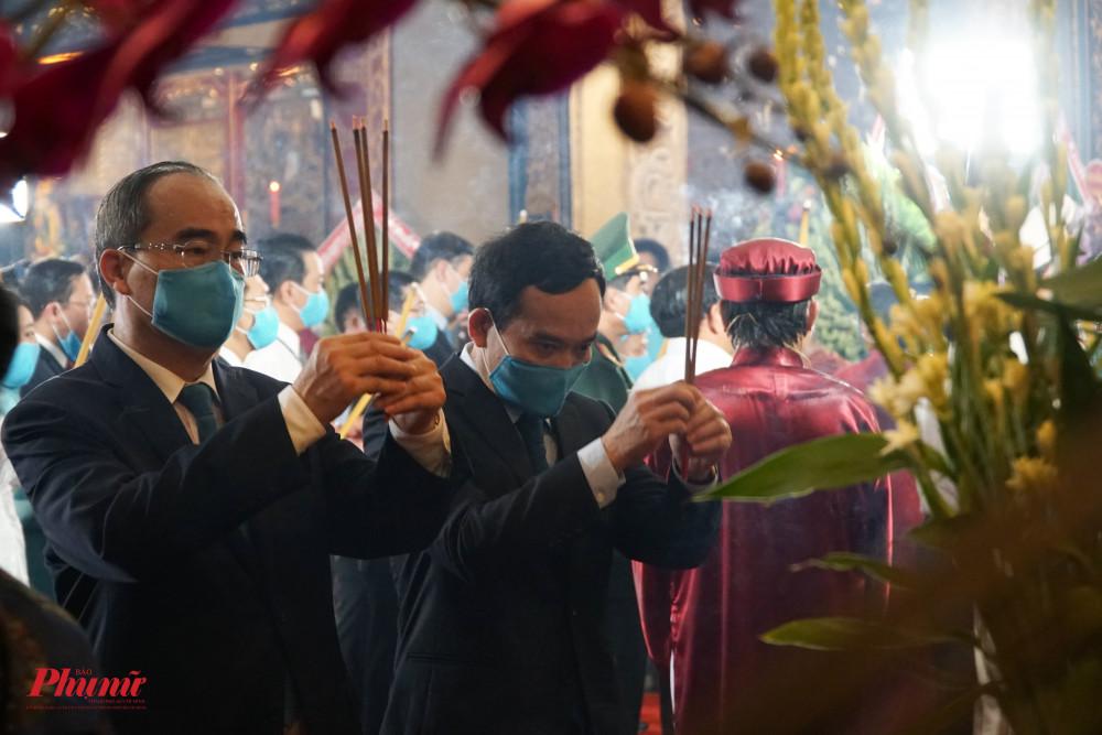Ông Nguyễn Thiện Nhân - Trưởng đoàn đại biểu Quốc hội TP.HCM cùng Ông Trần Lưu Quang - Phó Bí Thư Thành Ủy