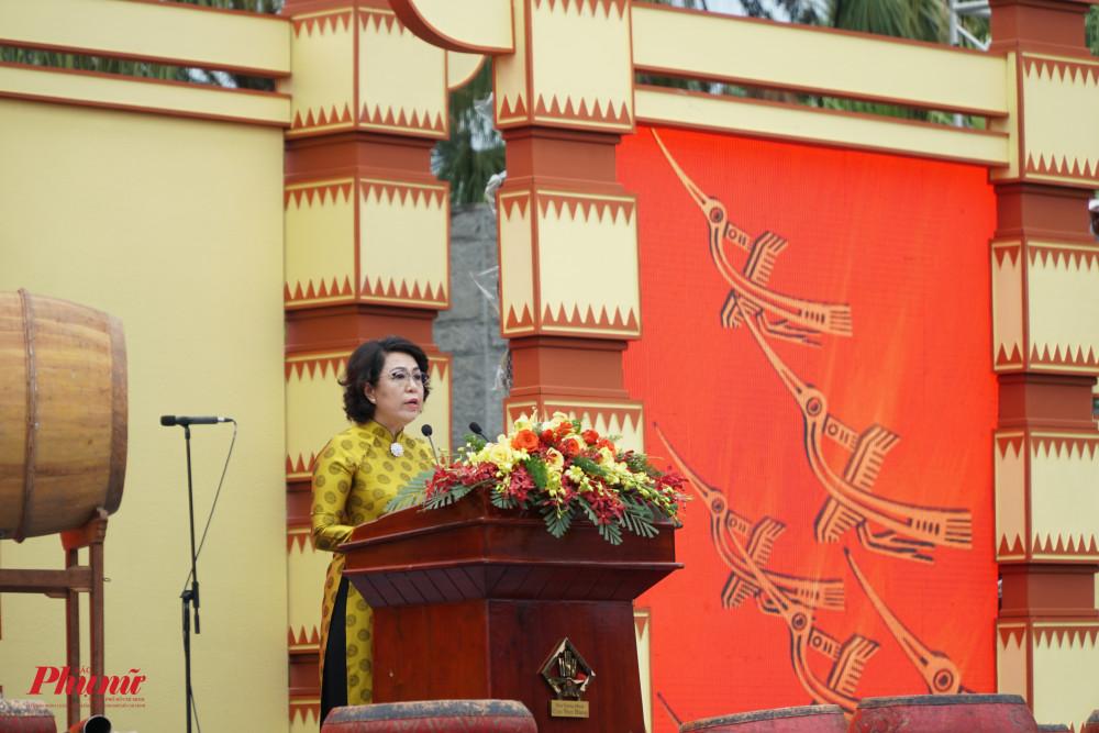 bà Tô Thị Bích Châu – Chủ tịch UB MTTQ Việt Nam
