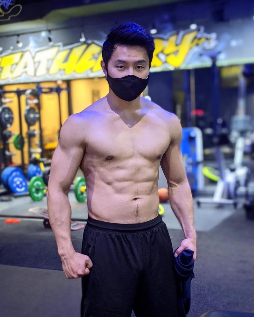Lưu Tư Mộ giỏi võ và có thân hình vạm vỡ