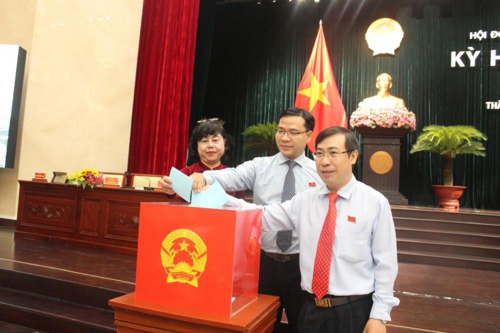 Bỏ phiếu bầu nhân sự phó chủ tịch HĐND TPHCM khóa IX