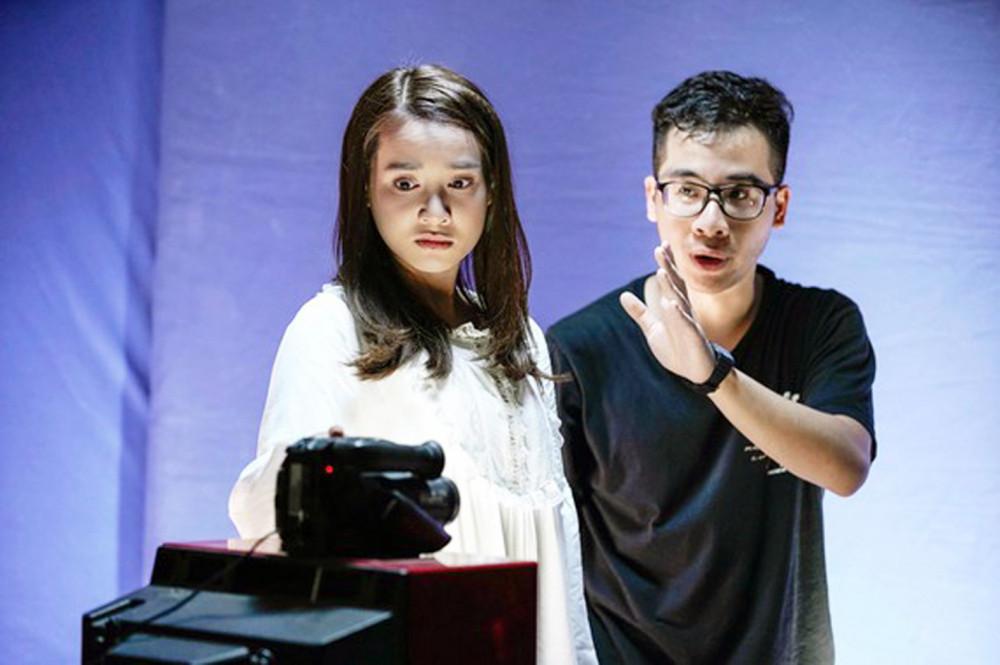 Nguyễn Hữu Hoàng chỉ đạo diễn xuất cho Nhã Phương trong Song song