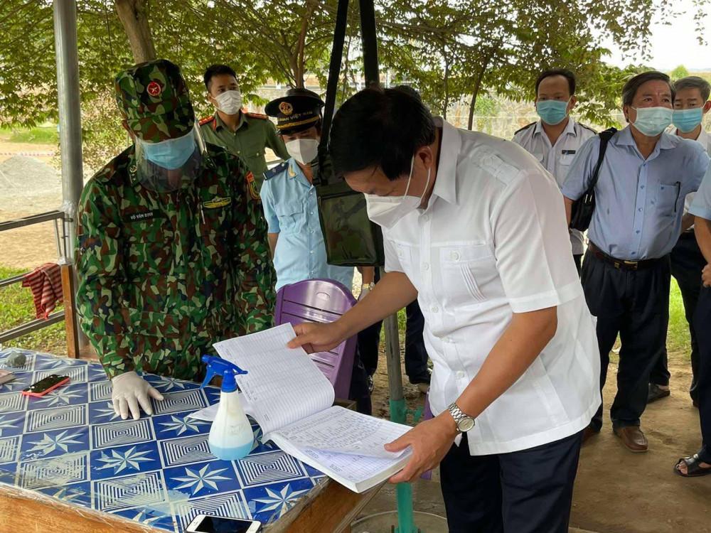 Thứ trưởng Bộ Y tế kiểm tra công tác phòng, chống COVID-19 tại Đồng Tháp